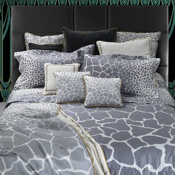 Image of Roberto Cavalli Jerapah King Duvet Cover Set in Grey and White