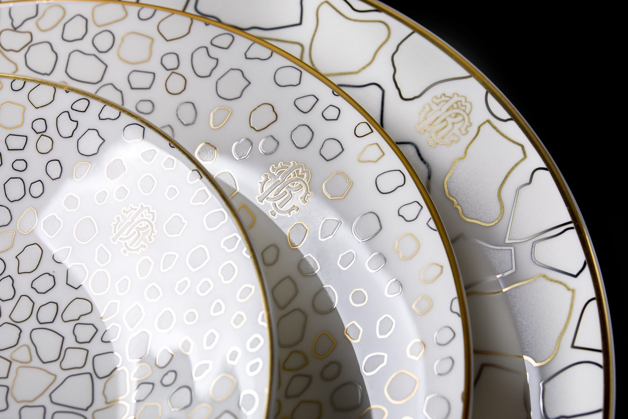 Giraffa Tableware Collection by Roberto Cavalli Home
